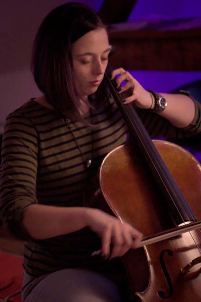 Jule-Lola-rennt-Cellistin-Drum-and-Bass-Berlin