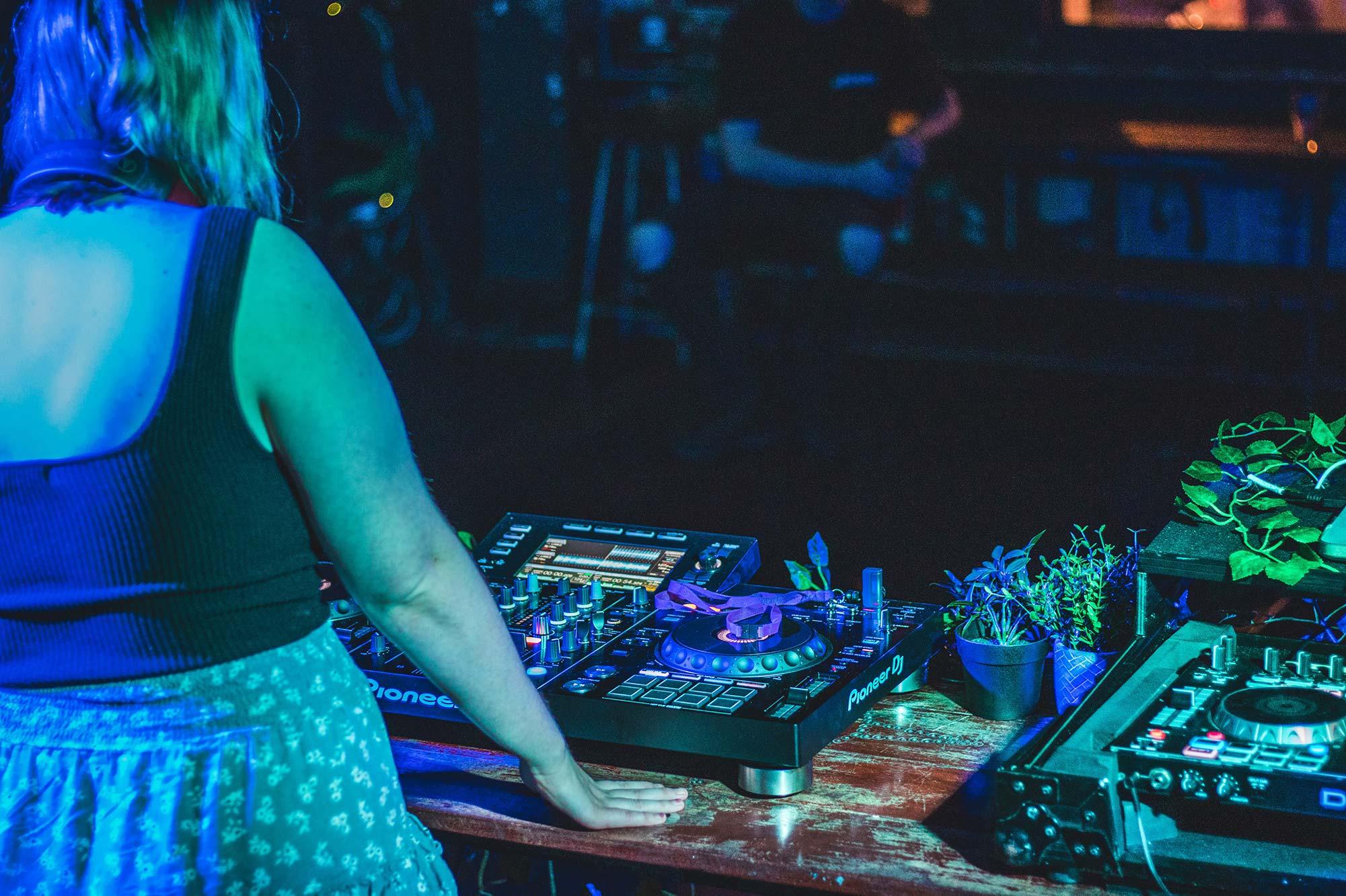 Frauen in der DJ-Kultur • Zwischen Bevorzugung und Marginalisierung